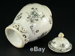 1735-1796 QIANLONG Qing Chinese Fine Porcelain Tea Caddy Black & White Floral