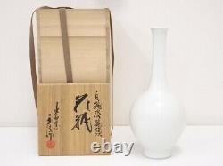 4859515 Japanese White Porcelain Izushi Ware Flower Vase / Crane By Eishin Naga