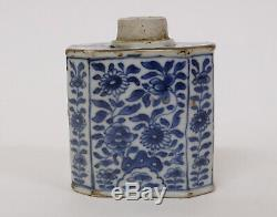 Belle 18ème Siècle En Porcelaine Chinoise Tea Caddy Avec Des Décorations Florales