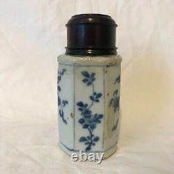 Caddy De Thé. Porcelaine Bleue Et Blanche Chinoise. Xviie Ou Xviiie Siècle. Couvercle En Bois