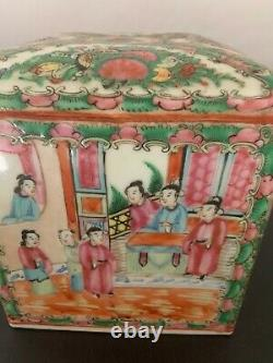 Chinese Famille Rose Porcelaine Grand Tea Caddy Box Circa 1920's