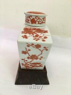 Chinesevintage Fer Rouge Sur Porcelaine Blanche Floral Tea Caddy Vase Pot Sur Statnd