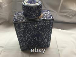 Qing Dynsasty Tea Caddy Porcelaine Bleu Et Blanc Avec Capuchon En Porcelaine