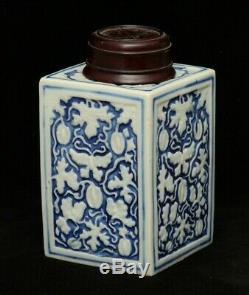 Une Boîte À Thé En Porcelaine Chinoise Bleu Et Blanc Avec Couverture En Bois (18/19 C.)
