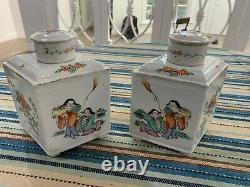 Une Paire De Caddies De Thé Décoré De Porcelaine Chinoise Ancienne Famille